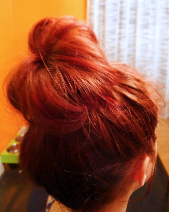 QQuick Messy High Bun, messy hair, Quick Bun Hair Style, Messy Top Knot Bun, how to do top knot bun, how to top bun